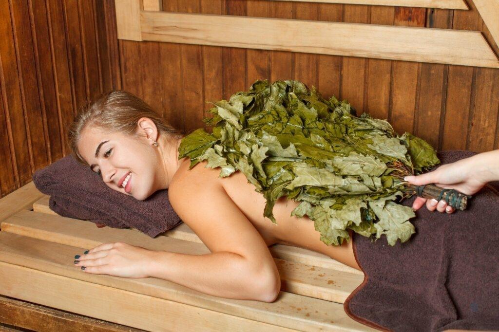 Vihtlemine puuküttega saunas