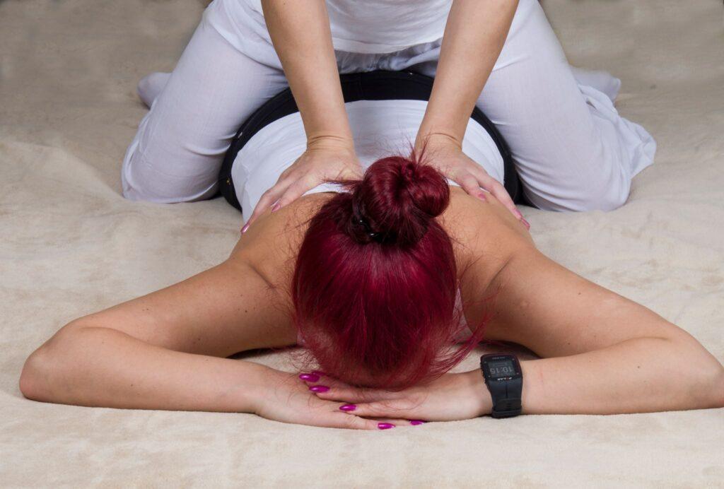 Ülaselja teraapiline massaaž